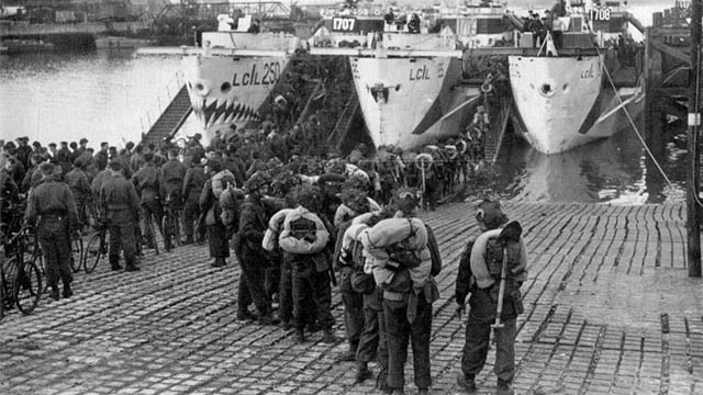 Canadian troops of the Highland Light Infantry in Southampton on June 4th, embarking aboard LCI 250, LCI 125, and LCI 306.