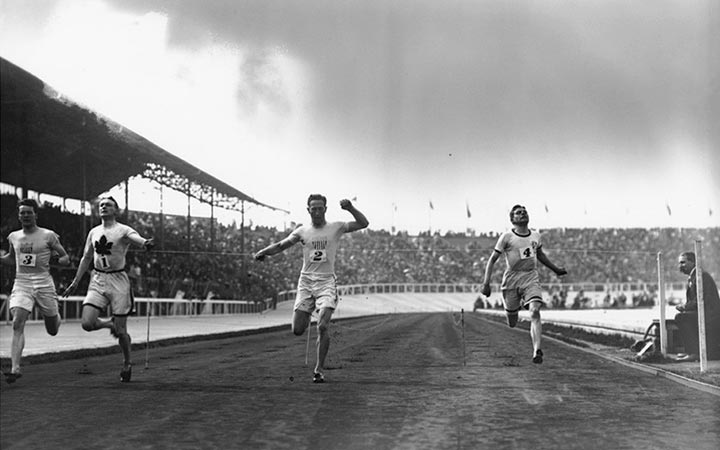Canadian athlete Bobby Kerr wins a gold medal in the 200 metres at White City Stadium on 23rd July 1908.